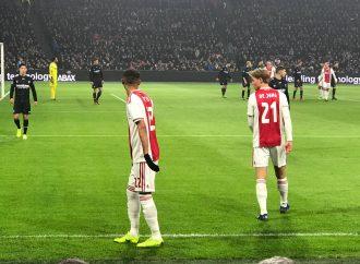 Verslaggever van de Telegraaf doet aangifte tegen Ajax fan